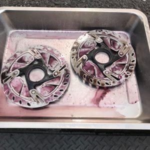 ディスクブレーキのメインテナンス 鉄粉除去4