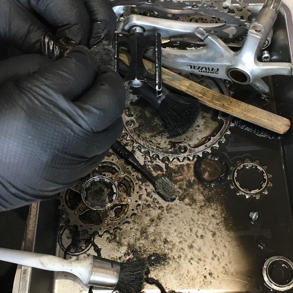 ロードバイクのオーバーホール 洗浄作業