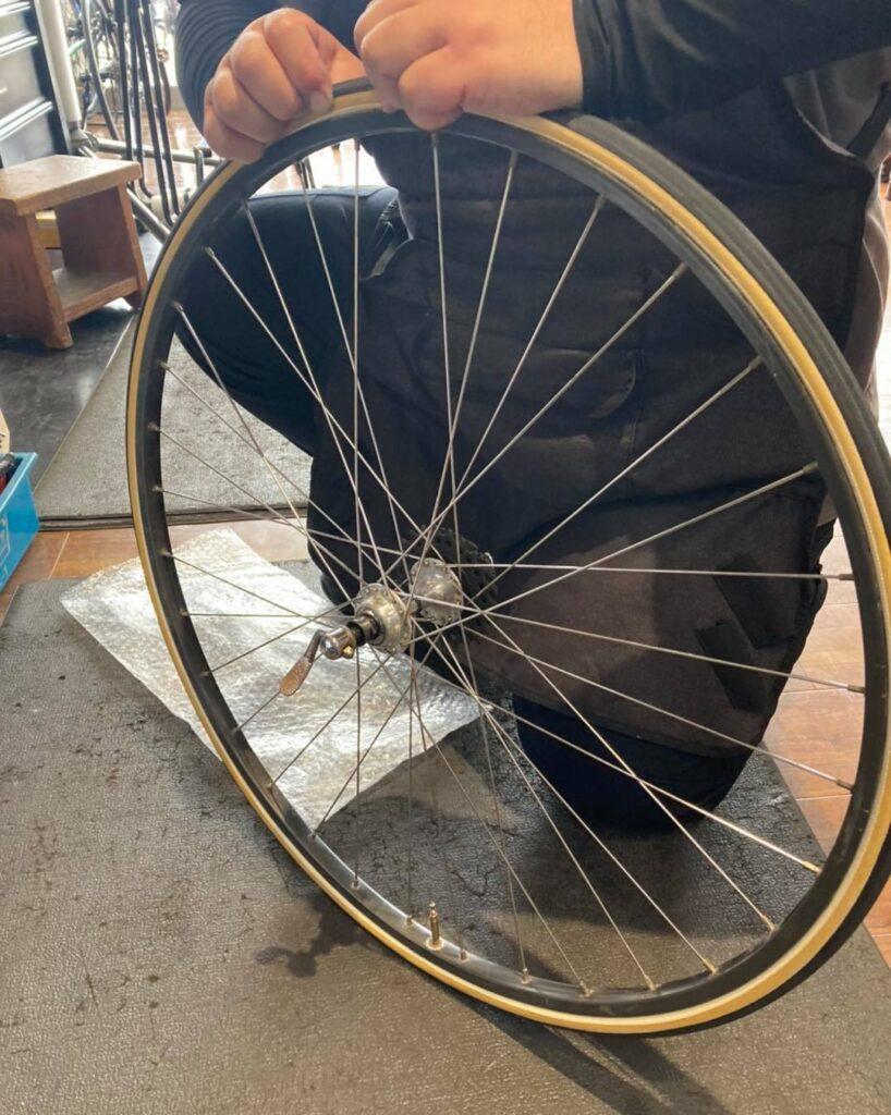 チューブラータイヤ交換:タイヤを嵌める⑥